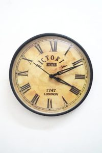 tucasa Vintage Metal Wall Clock D8 Rs 287 amazon dealnloot